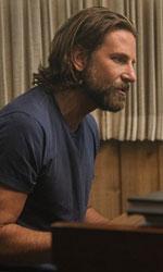 In foto Bradley Cooper (43 anni) Dall'articolo: A Star is Born, Cooper e Lady Gaga sono corpi che contengono musica.