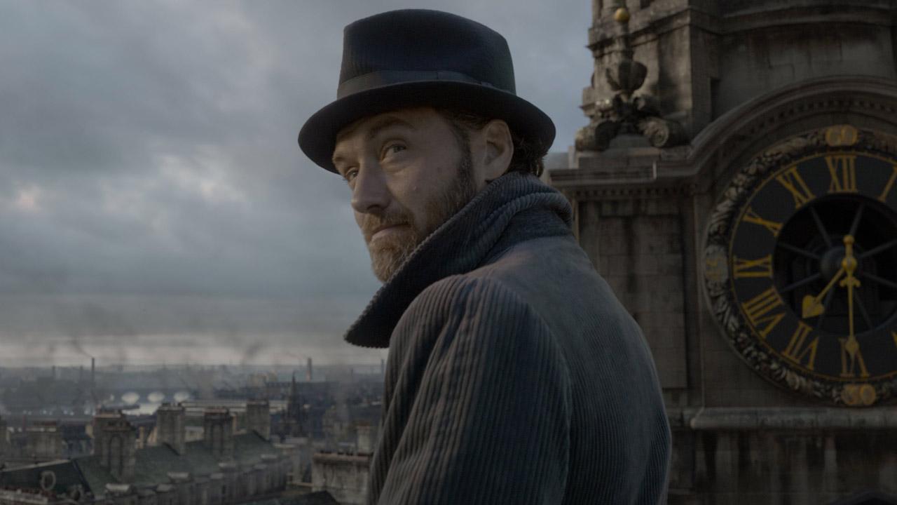 In foto Jude Law (47 anni) Dall'articolo: Animali Fantastici fa suo anche questo weekend: staccato Robin Hood.