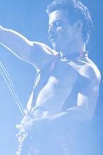 In foto Rami Malek (38 anni) Dall'articolo: Freddie Mercury re del box office, più di un milione di spettatori.