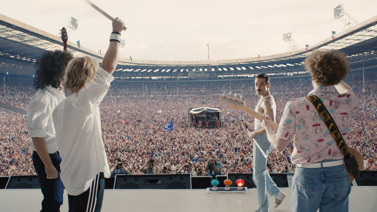 In foto Rami Malek (40 anni) Dall'articolo: Bohemian Rhapsody ancora senza rivali, si prepara a un weekend straordinario.