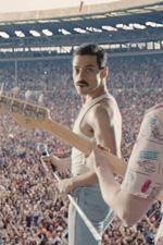 In foto Rami Malek (38 anni) Dall'articolo: Bohemian Rhapsody ancora senza rivali, si prepara a un weekend straordinario.