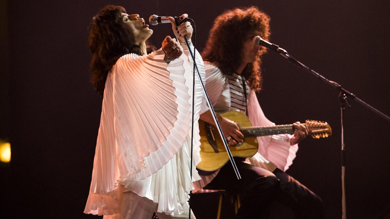 In foto Rami Malek (40 anni) Dall'articolo: Bohemian Rhapsody non teme il lunedì: superati i 12 milioni di incasso.