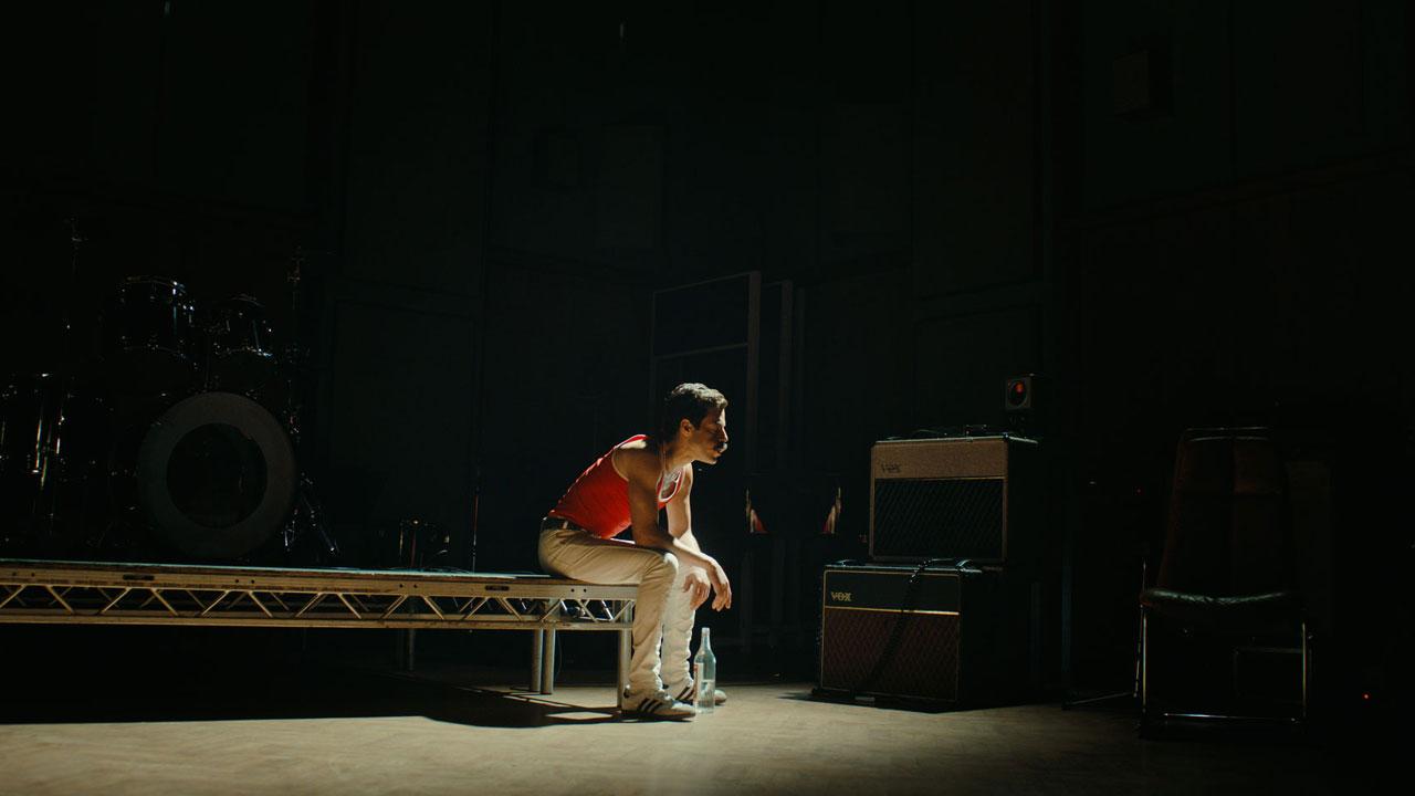 In foto Rami Malek (38 anni) Dall'articolo: Bohemian Rhapsody, la danza musicale di Rami Malek.