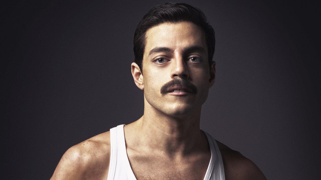 In foto Rami Malek (40 anni) Dall'articolo: Bohemian Rhapsody non mostra cedimenti: altri 200mila euro di incasso.