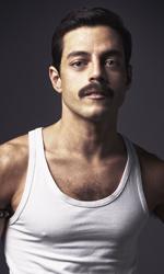 In foto Rami Malek (38 anni) Dall'articolo: Bohemian Rhapsody non mostra cedimenti: altri 200mila euro di incasso.