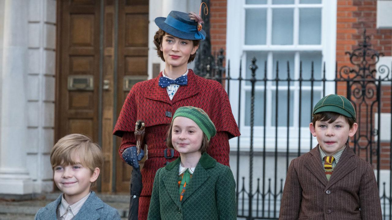 In foto Emily Blunt (38 anni) Dall'articolo: Il ritorno di Mary Poppins convince grandi e bambini e vince il Box Office.