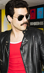 In foto Rami Malek (38 anni) Dall'articolo: Bohemian Rhapsody batte ancora Glass: il primato al box office è sempre suo.