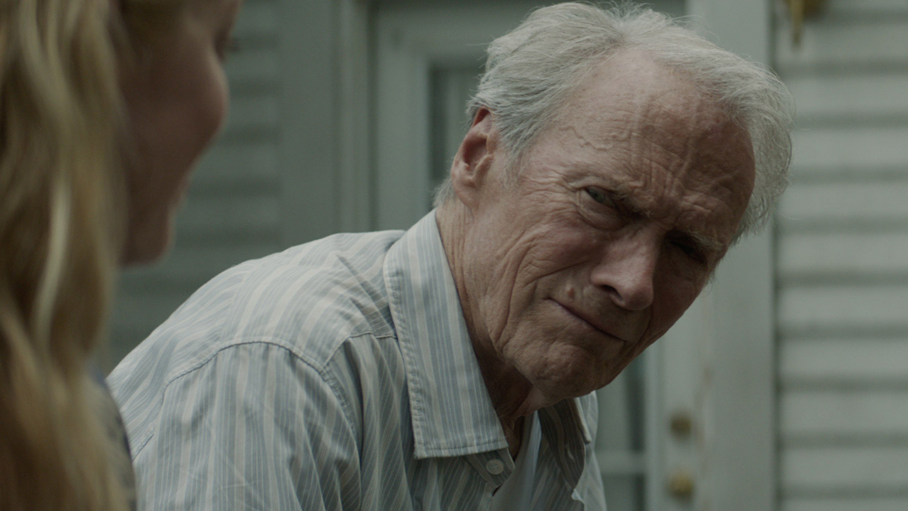 In foto Clint Eastwood (90 anni) Dall'articolo: Per un pugno di euro. Il Corriere torna in testa al Box Office.