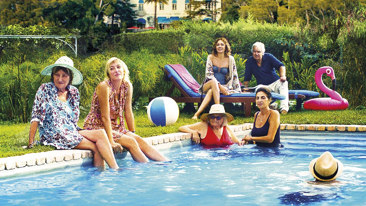 In foto Valeria Bruni Tedeschi (57 anni) Dall'articolo: I villeggianti: un film che può sedurre o irritare. Dipende da come si guarda.