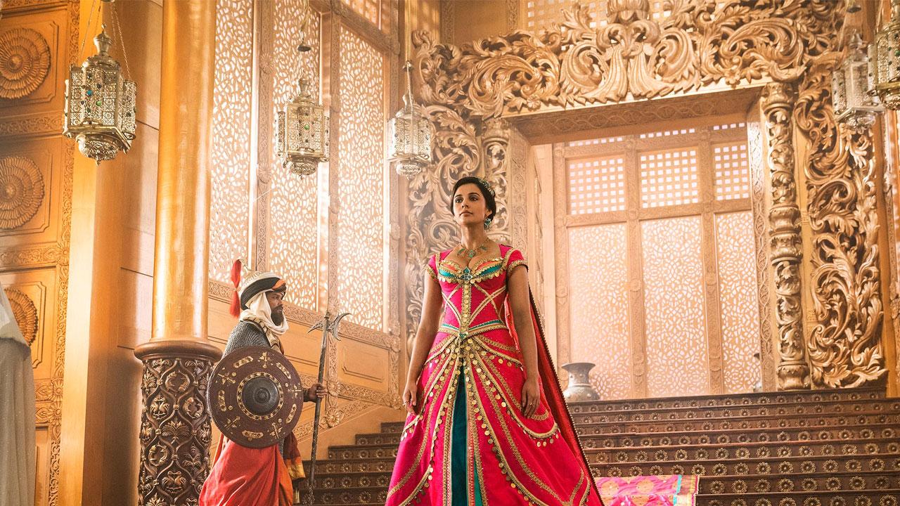In foto Naomi Scott (26 anni) Dall'articolo: Aladdin, il nuovo trailer originale del film [HD].