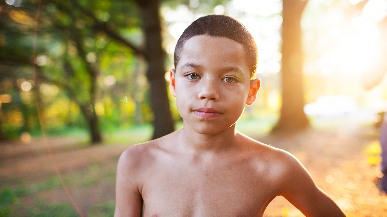 In foto Josiah Gabriel Dall'articolo: Quando eravamo fratelli, trailer e poster del film.