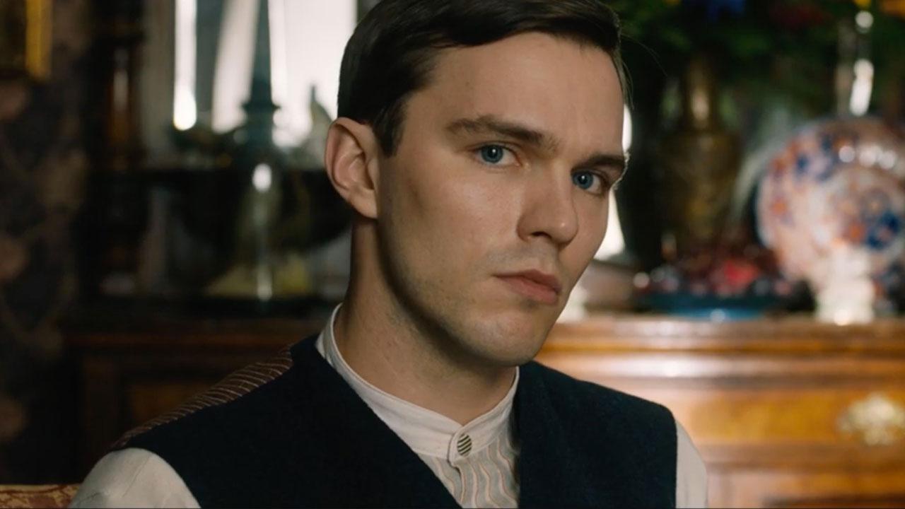 In foto Nicholas Hoult (31 anni) Dall'articolo: Tolkien, gli anni di formazione del futuro Signore degli Anelli.