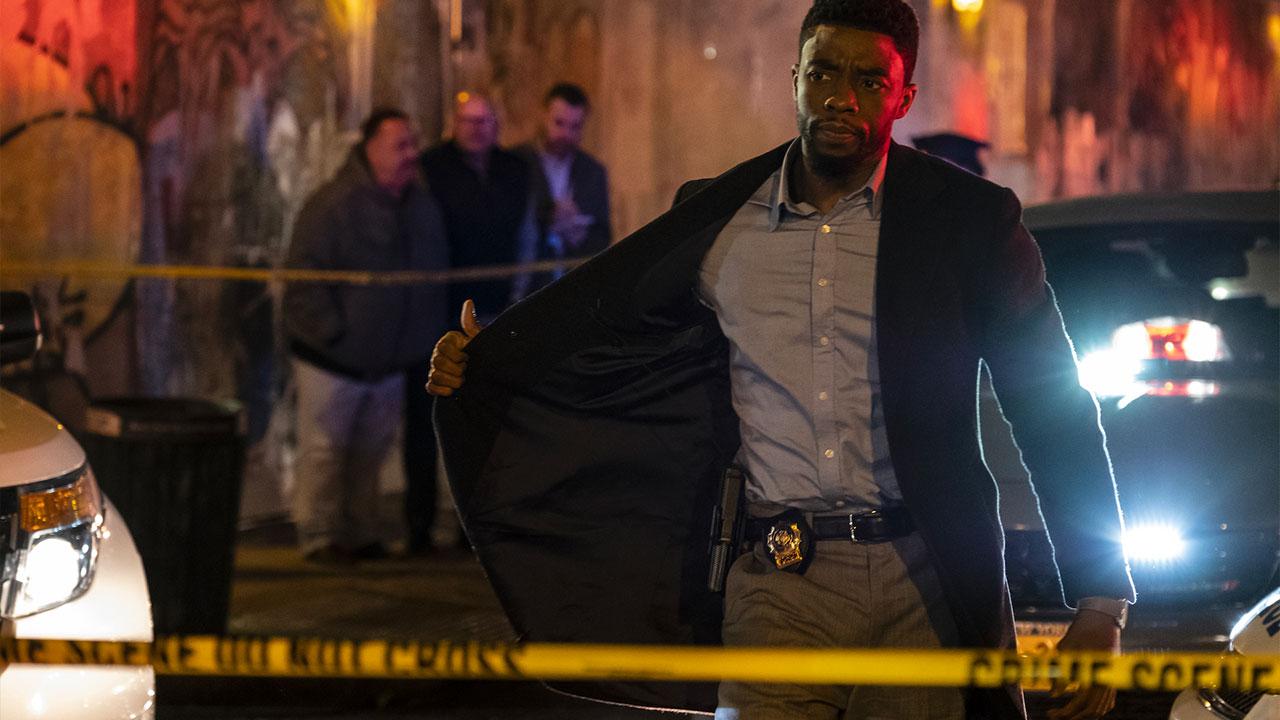 In foto Chadwick Boseman (43 anni) Dall'articolo: 21 Bridges, il trailer originale del film [HD].