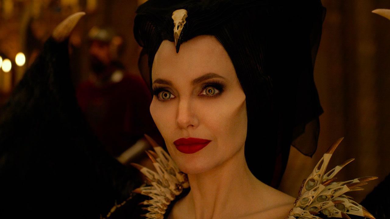 In foto Angelina Jolie (44 anni) Dall'articolo: Maleficent - Signora del Male, il primo trailer italiano del film [HD].