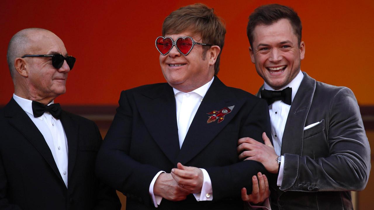 In foto Elton John (73 anni) Dall'articolo: Cannes 2019, Rocketman porta una ventata di glamour sul red carpet.