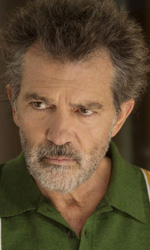 In foto Antonio Banderas (59 anni) Dall'articolo: Dolor y Gloria, Almodóvar torna ad essere Pedro lasciandosi andare sul piano emotivo.