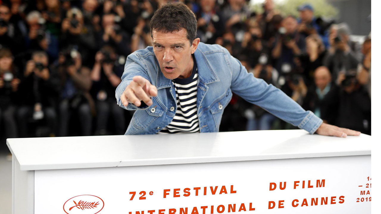 In foto Antonio Banderas (59 anni) Dall'articolo: Antonio Banderas, quanto è stato difficile interpretare Pedro Almodóvar.