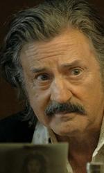 In foto Daniel Auteuil (70 anni) Dall'articolo: La Belle Époque, una commedia nostalgica che solleva lo spirito.