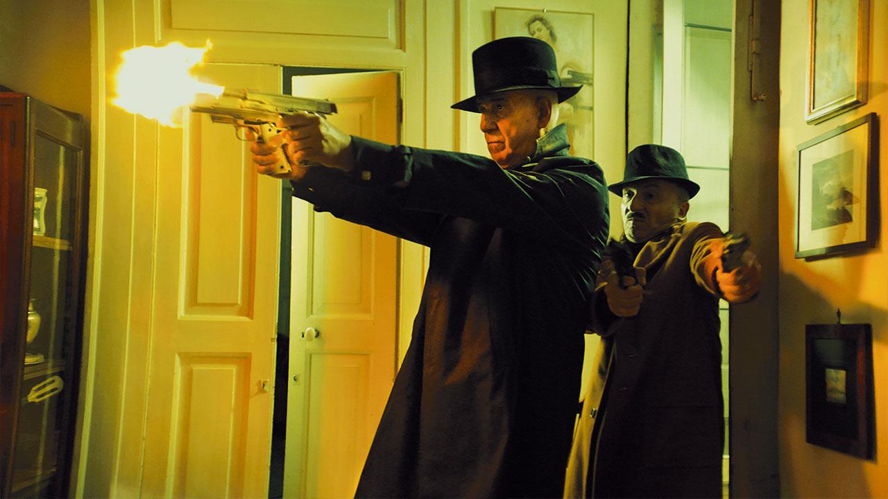 In foto Toni Servillo (62 anni) Dall'articolo: 5 è il numero perfetto, da giovedì 29 agosto al cinema.
