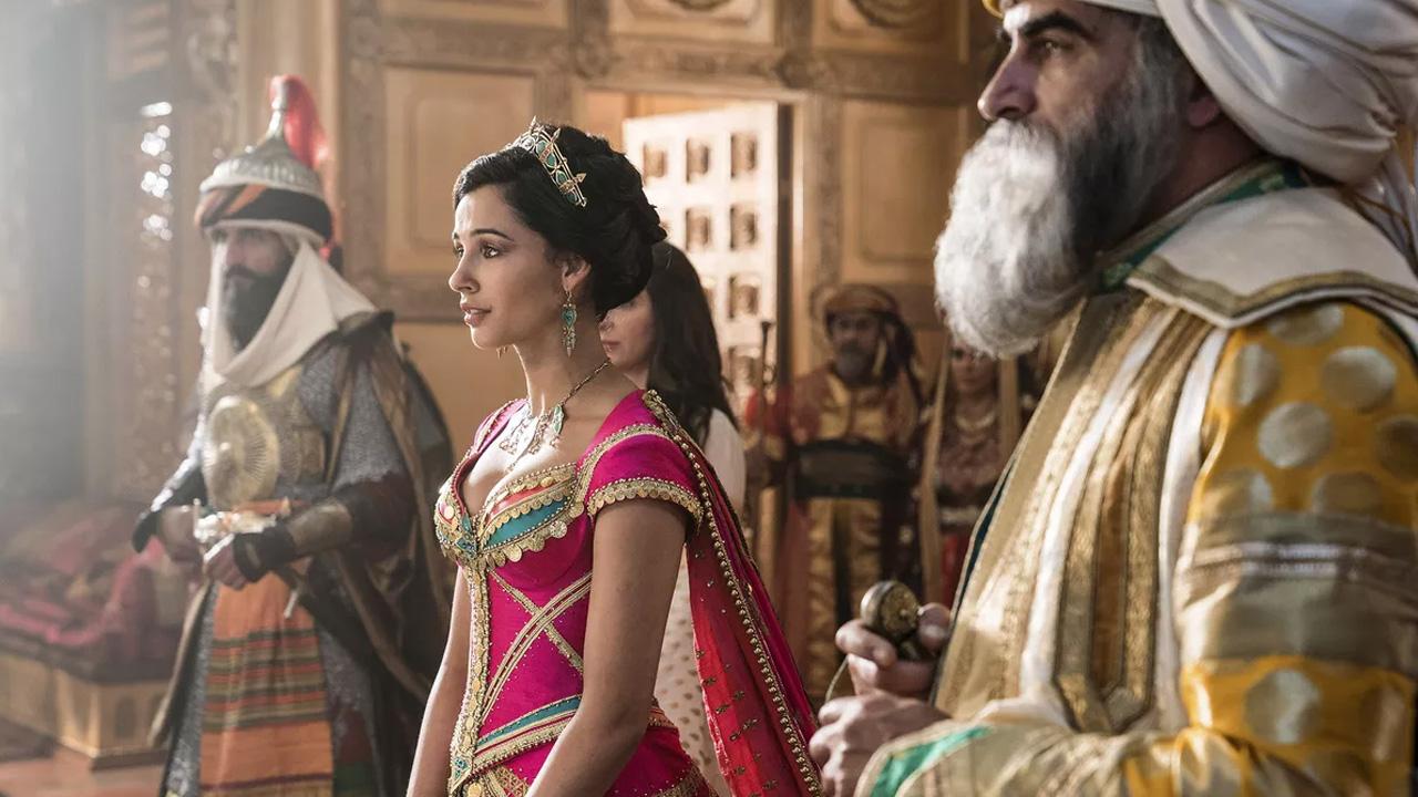 In foto Naomi Scott (26 anni) Dall'articolo: Un fantastico Aladdin ancora in testa al Box Office: altri 923mila euro e 1,5 milioni di spettatori.