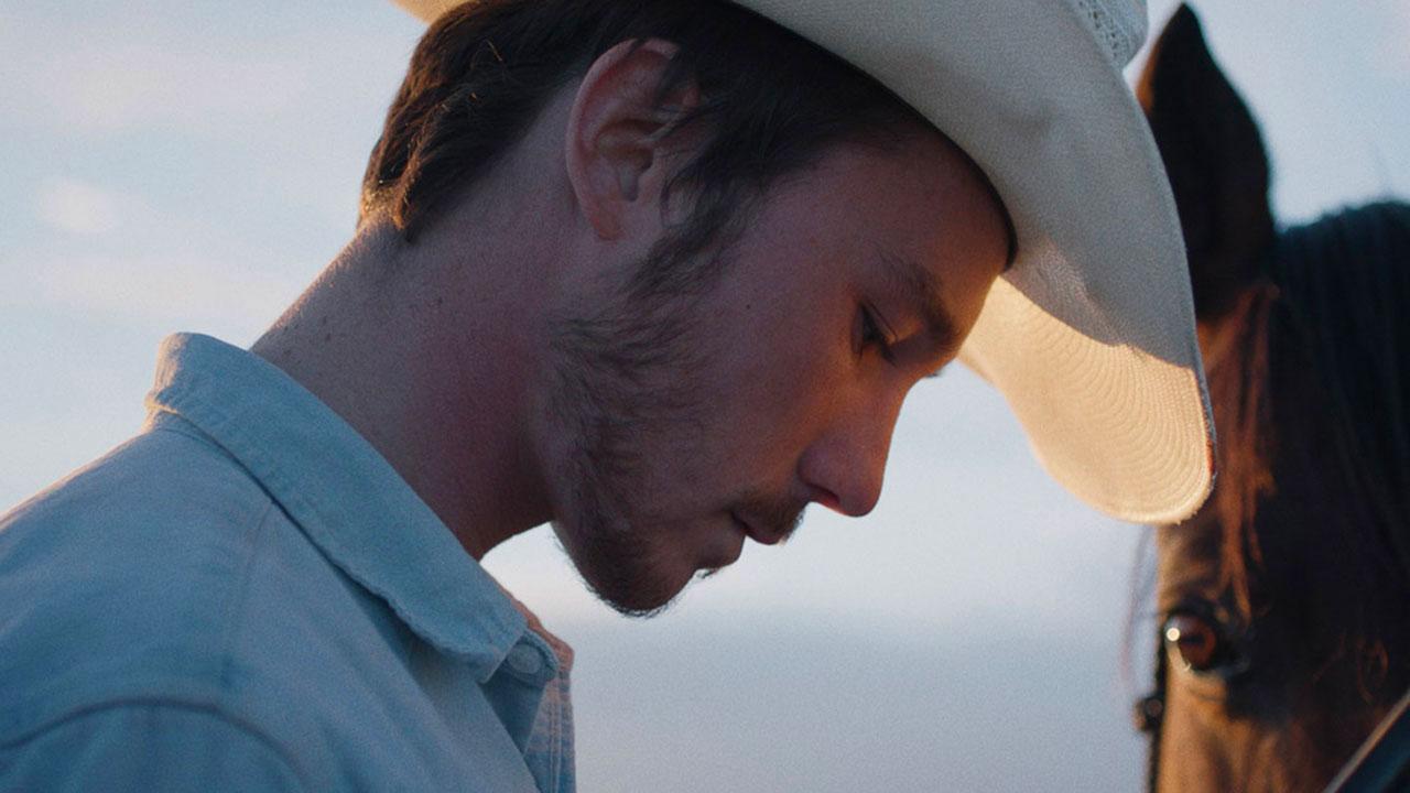-  Dall'articolo: The Rider - Il Sogno di un Cowboy, il trailer sottotitolato del film [HD].
