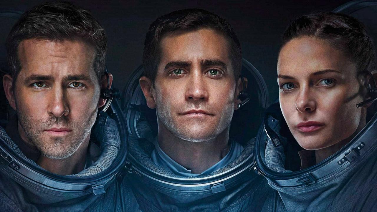 In foto Jake Gyllenhaal (41 anni) Dall'articolo: Life - Non oltrepassare il limite, sembra fantascienza ma è puro terrore.