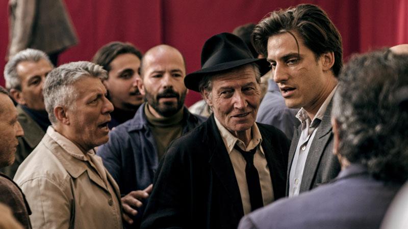 Martin Eden, le perversioni e i tormenti di Jack London si spostano in Italia