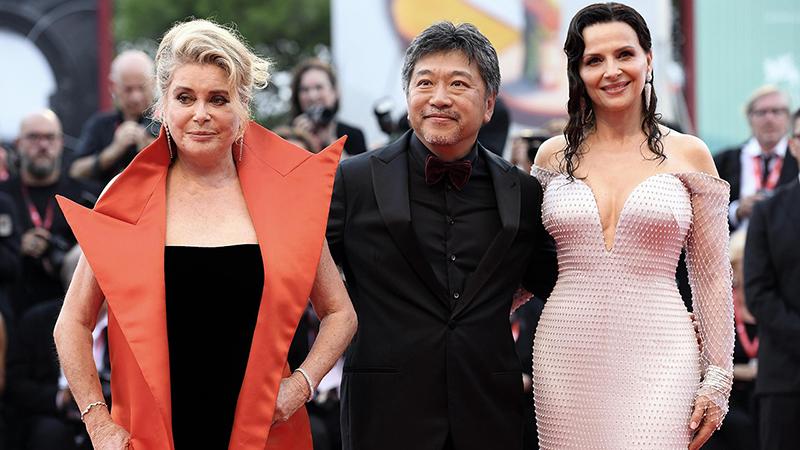 Venezia 76, Le verità apre il concorso e supera la prova. I fotografi già attendono Brad Pitt.