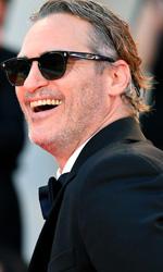 In foto Joaquin Phoenix (46 anni) Dall'articolo: Venezia 76, tutti in piedi per il Joker di Joaquin Phoenix.
