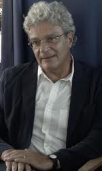 In foto Mario Martone (60 anni) Dall'articolo: Mario Martone: 'La linea guida del mio cinema è il viaggio verso quello che non so'.