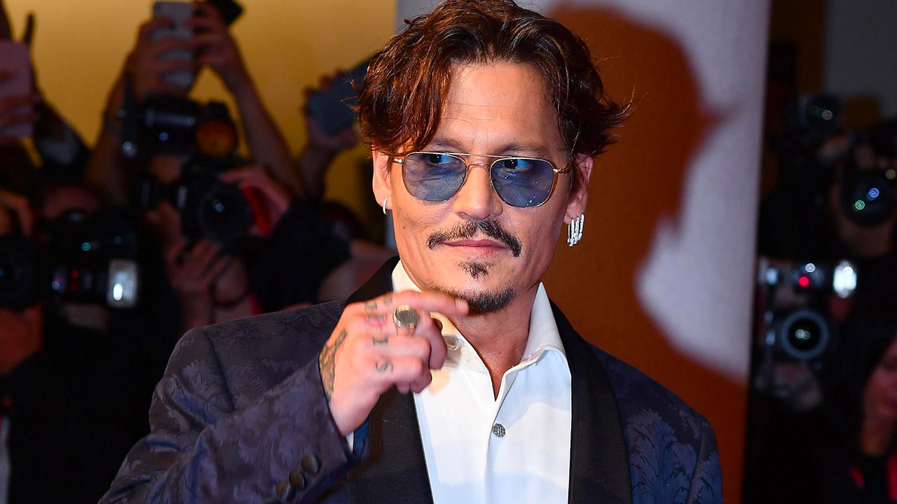 In foto Johnny Depp (58 anni) Dall'articolo: Venezia 76, ieri è stata la giornata di Johnny Depp.