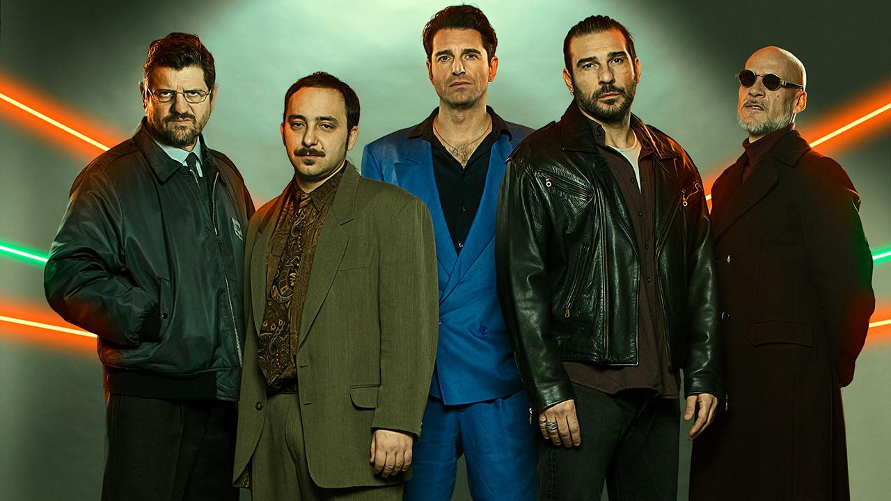 -  Dall'articolo: Gli uomini d'oro, un noir tutto italiano ispirato a un vero fatto di cronaca.