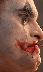 In foto Joaquin Phoenix (46 anni) Dall'articolo: Joker parte benissimo. Oltre un milione di euro all'esordio.