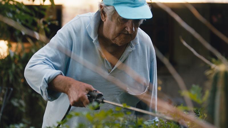 In foto Pepe Mujica (85 anni) Dall'articolo: Pepe Mujica - Una vita suprema, il ritratto di un'icona di resistenza.