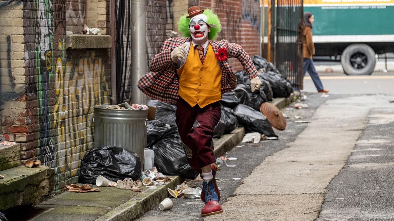 In foto Joaquin Phoenix (45 anni) Dall'articolo: Nessuno ferma Joker. Il film già visto da oltre 2,5 milioni di spettatori.