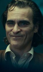In foto Joaquin Phoenix (46 anni) Dall'articolo: Angelina Jolie non basta. Joker rimane leader del box office, Disney insegue.