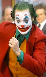 In foto Joaquin Phoenix (46 anni) Dall'articolo: Joker continua a volare alto nel mondo: diventa il miglior incasso all-time per un film R Rated.