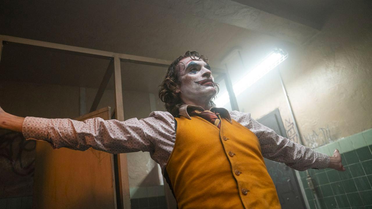 In foto Joaquin Phoenix (46 anni) Dall'articolo: Joker non molla la leadership del box office. Il totale è di 24,6 milioni.