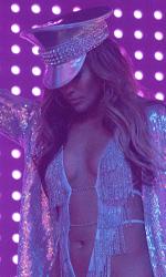 In foto Jennifer Lopez (50 anni) Dall'articolo: Jennifer Lopez non fa sconti. Le ragazze di Wall Street vede i 2 milioni.
