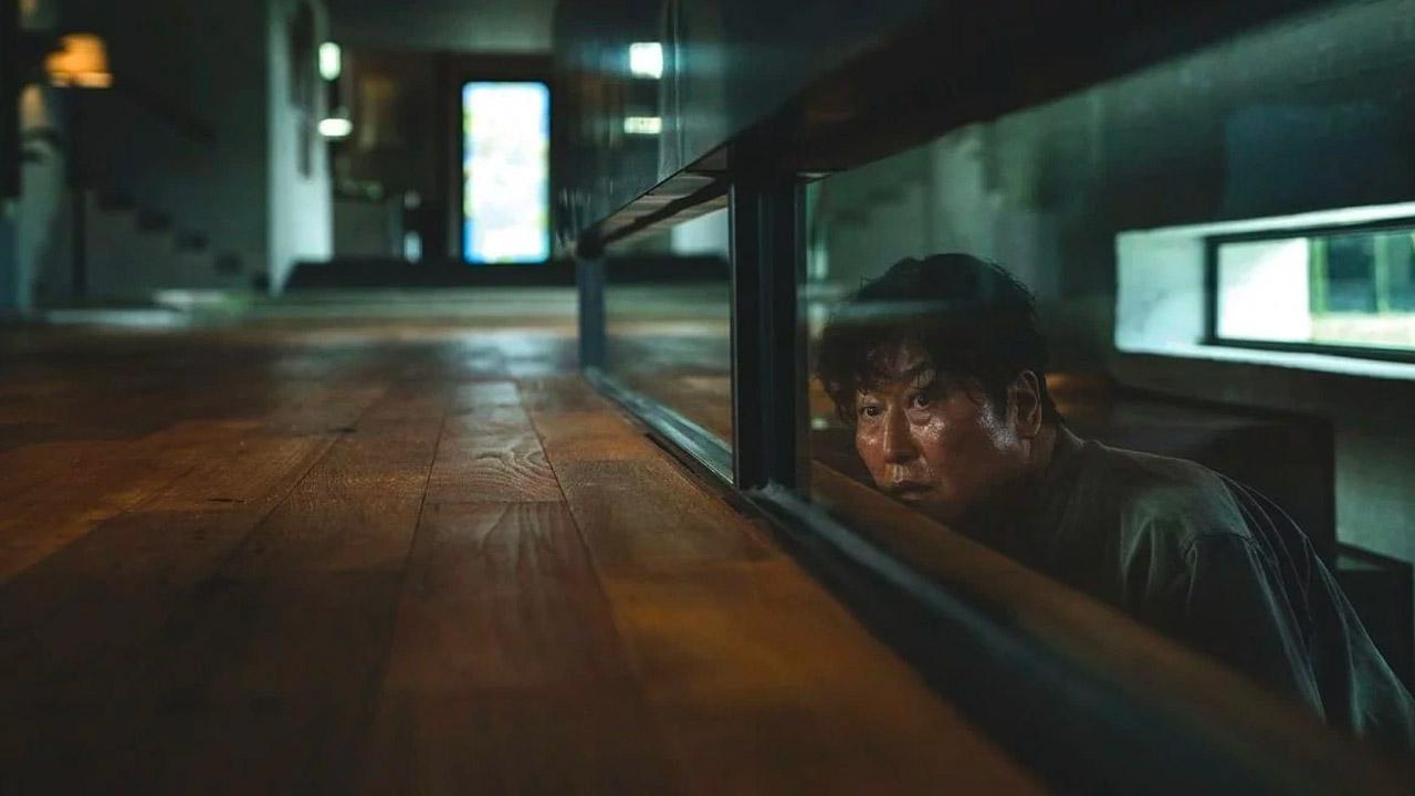 In foto Song Kang-ho (54 anni) Dall'articolo: Parasite scala la classifica: è il 4° incasso di ieri al box office.