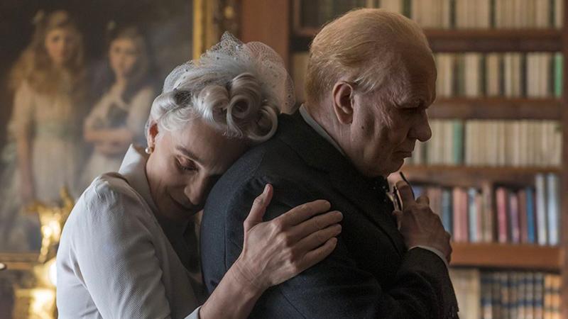 In foto Kristin Scott Thomas (61 anni) Dall'articolo: L'ora più buia, Churchill e la Germania nazista, quella lungimiranza che cambiò la Storia.