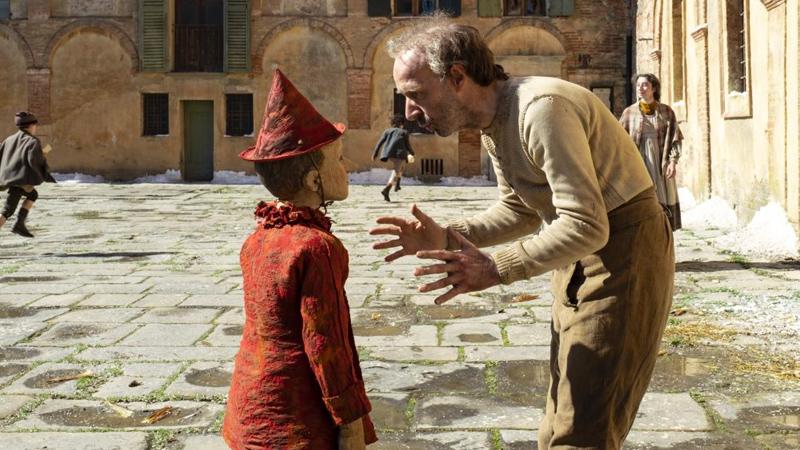 In foto Federico Ielapi Dall'articolo: Film di Natale al cinema. Da Pinocchio a Star Wars, ecco cosa vedere tra Natale e Capodanno.