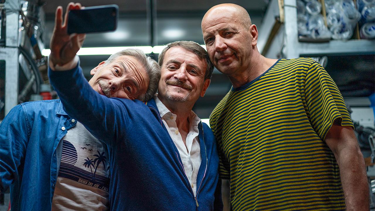 In foto Giacomo Poretti (65 anni) Dall'articolo: Odio l'estate, il trailer ufficiale del film di Aldo, Giovanni e Giacomo [HD].