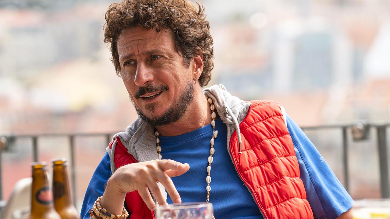 In foto Luca Bizzarri (49 anni) Dall'articolo: Un figlio di nome Erasmus, una commedia on the road che mescola amicizia, gag e nostalgia.