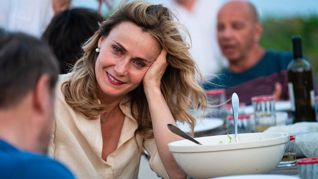 In foto Lucia Mascino (43 anni) Dall'articolo: Aldo, Giovanni e Giacomo stravincono il weekend al box office.