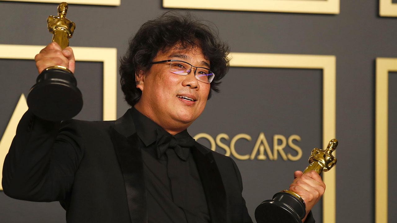 In foto Bong Joon-ho (52 anni) Dall'articolo: Oscar 2020 - Trionfo storico di Parasite. Il resoconto della serata .