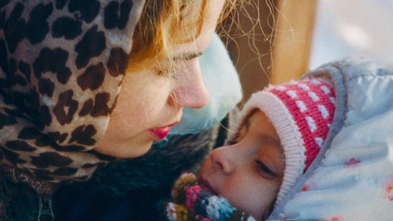 In foto una scena del film Sola al mio matrimonio. -  Dall'articolo: Sola al mio matrimonio, guarda l'inizio del film diMarta Bergman [HD].