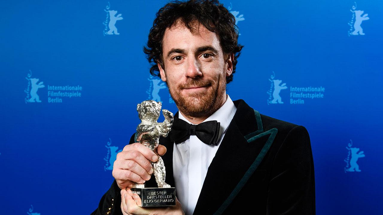 -  Dall'articolo: Berlinale 2020, Elio Germano vince il premio come Miglior Attore per Volevo nascondermi.