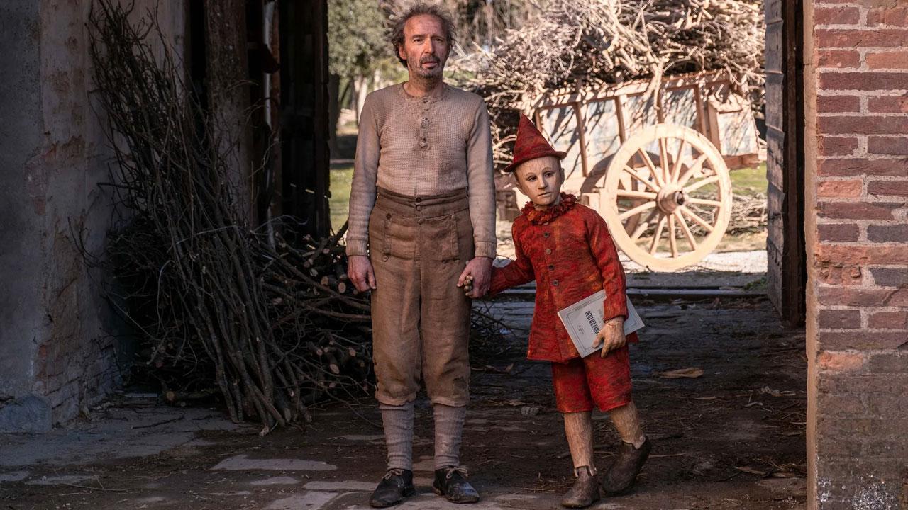 In foto Roberto Benigni (69 anni) Dall'articolo: Pinocchio, su IBS il dvd della favola firmata da Matteo Garrone.