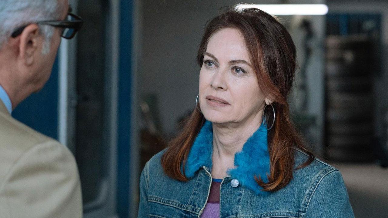 In foto Elena Sofia Ricci (58 anni) Dall'articolo: Vivi e lascia vivere, stasera il 7° e 8° episodio su RAIUNO.
